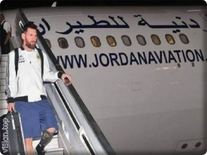 Argentine football star Lionel Messi is disembarking from a Jordanian Airlines plane in Tel Aviv