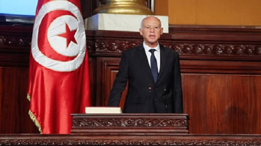 The Tunisian government passed by the armored vehicles, despite the president's nose