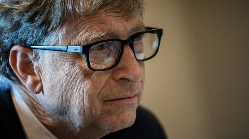 A sexual relationship within his company, which was the cause of Bill Gates' divorce