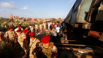 Dozens of dead and wounded in a collision between two trains in Egypt