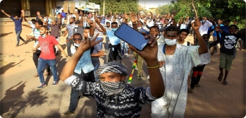 Sudan protests overthrow health minister and government using tear gas